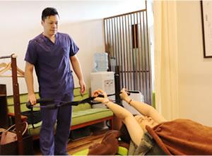 産後骨盤矯正の施術